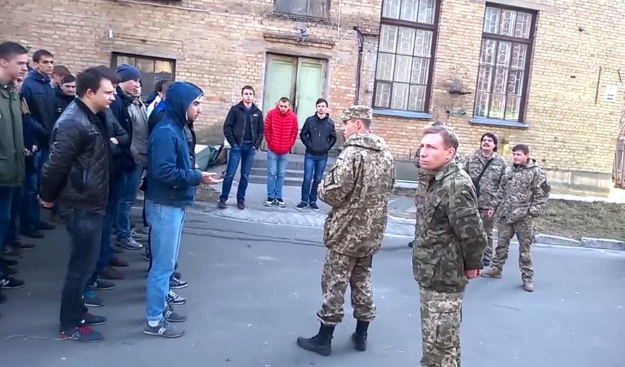 На Украине в поисках уклонистов от армии проводят обыски студенческих общежитий