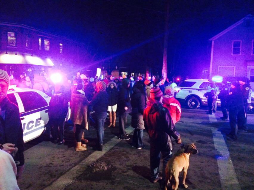 В США жители Мадисона ответили протестами на очередное убийство чернокожего полицейским