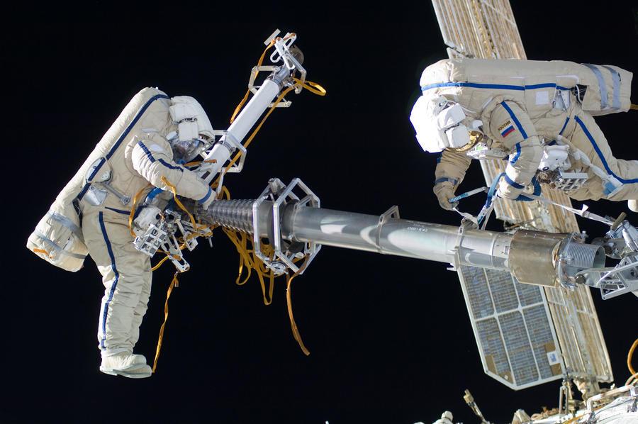 Пижамы, арахисовое масло и сыр пармезан отправили в космос