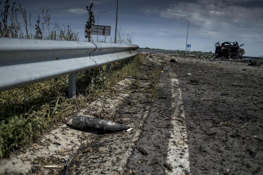 Съёмочная группа RT попала под миномётный обстрел под Луганском
