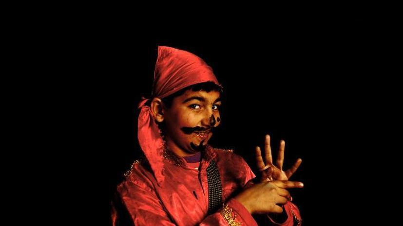 Индийца, у которого 12 пальцев на руках, не берут на работу