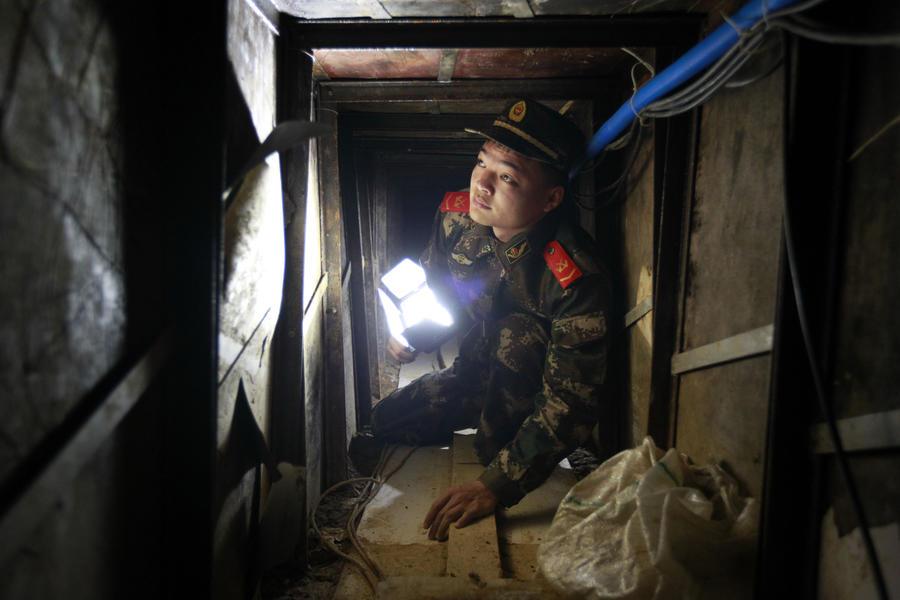 Полиция Китая обнаружила 40-метровый тоннель, прорытый контрабандистами в Гонконг