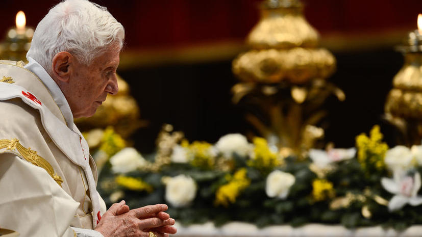 Бенедикт XVI отверг обвинения в покровительстве священникам-педофилам