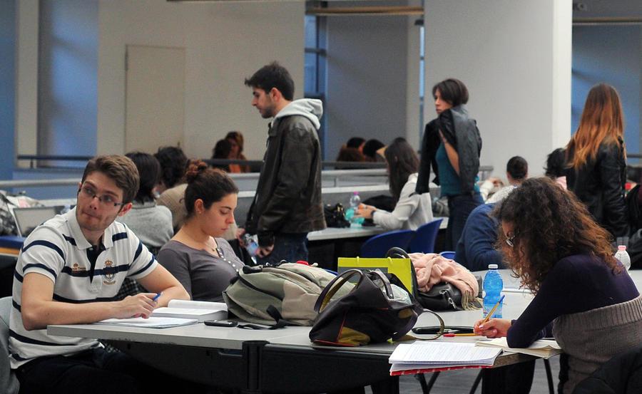 Почти половина выпускников в Великобритании не смогут вернуть кредиты на образование