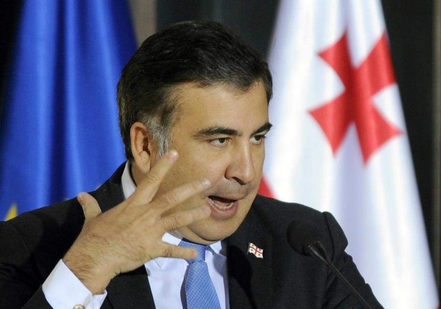 Михаил Саакашвили упал с велосипеда и сломал руку, катаясь по Стамбулу