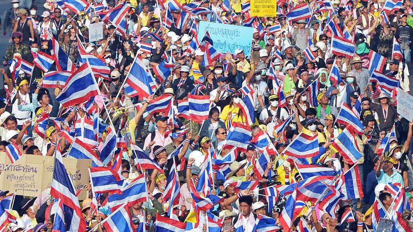Премьер-министр Таиланда обратилась к королю с просьбой распустить парламент