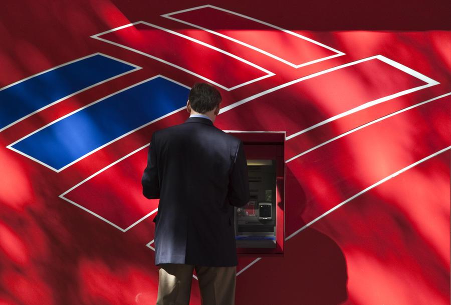 Американские банки до отказа наполнили банкоматы наличностью, опасаясь паники из-за ожиданий дефолта