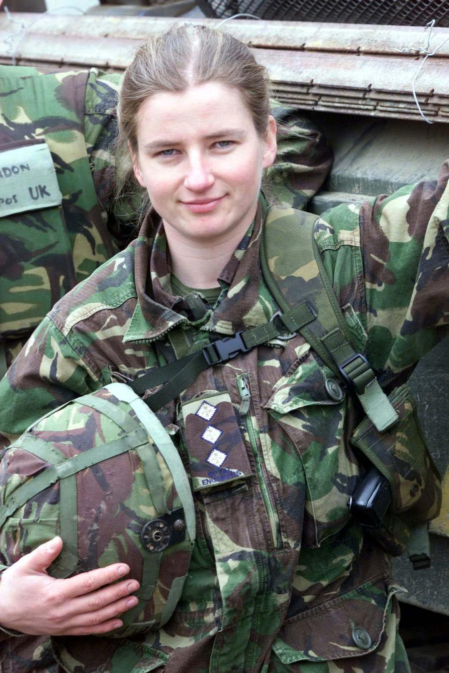 Британским женщинам-военнослужащим могут разрешить вступать в бой с врагом