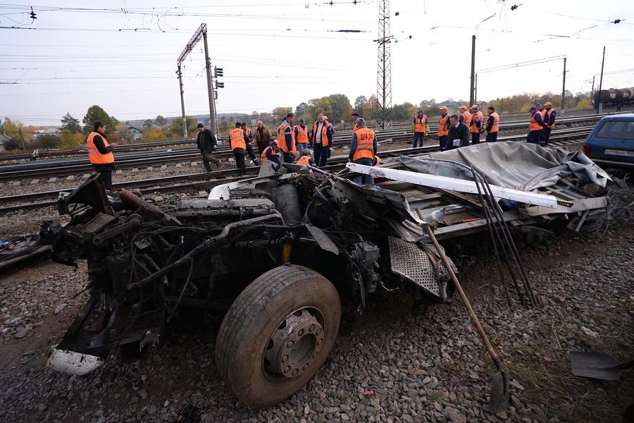 Наказание за выезд на железнодорожный переезд могут существенно ужесточить