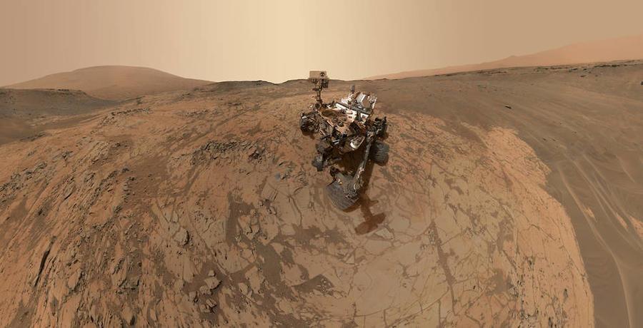 В поисках жизни: Curiosity начал делать селфи на поверхности Марса