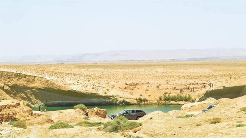 В Тунисе в центре пустыни появилось загадочное озеро