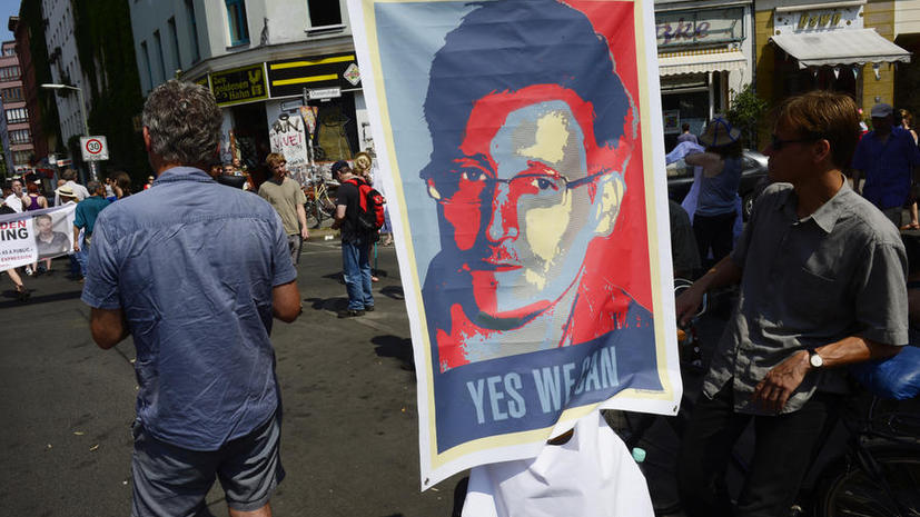 Отец Сноудена: Ситуация вокруг Эдварда порождена не Россией, а спецслужбами США