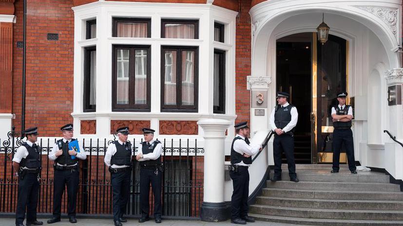 Затраты бюджета Лондона на охрану эквадорского посольства стремительно растут