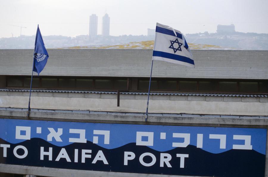 Израиль не пустил российский корабль в Хайфу из страха перед США