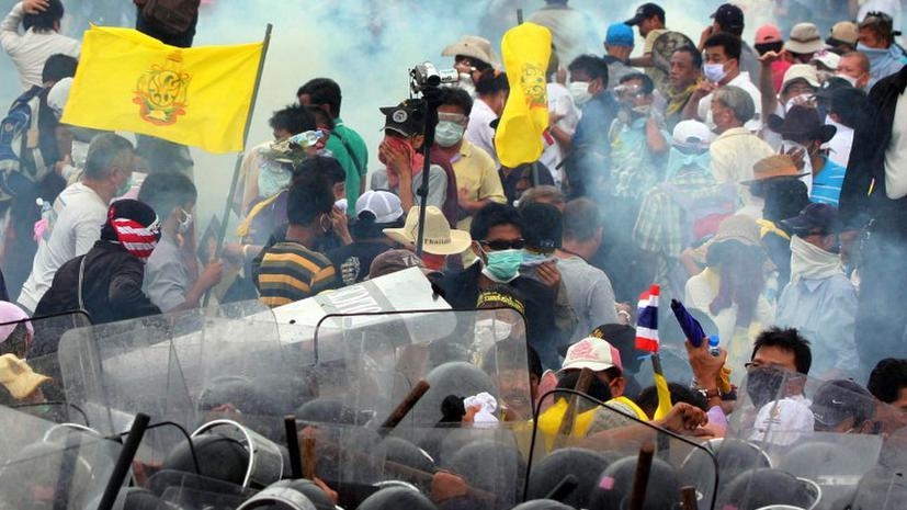 Многотысячные антиправительственные акции протеста в Таиланде переросли в беспорядки