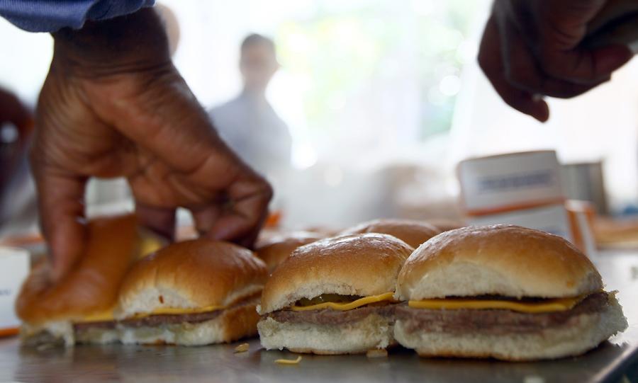 Ирландская компания остановила работу завода по производству гамбургеров из-за обнаружения в них конины