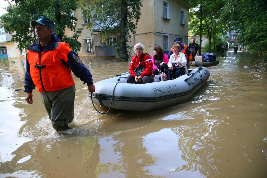 Глава МЧС контролирует борьбу с наводнением в Комсомольске-на-Амуре