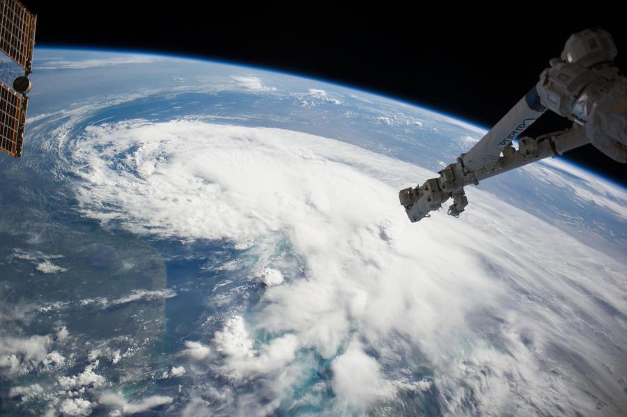 Роскосмос построит робота для расчистки орбиты от мусора