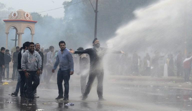 В Нью-Дели ранены более 140 участников  протестов против насилия над женщинами
