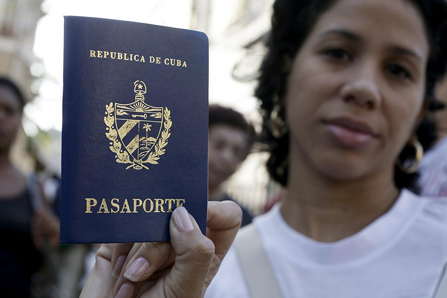 Куба отменила для своих граждан «выездные визы»