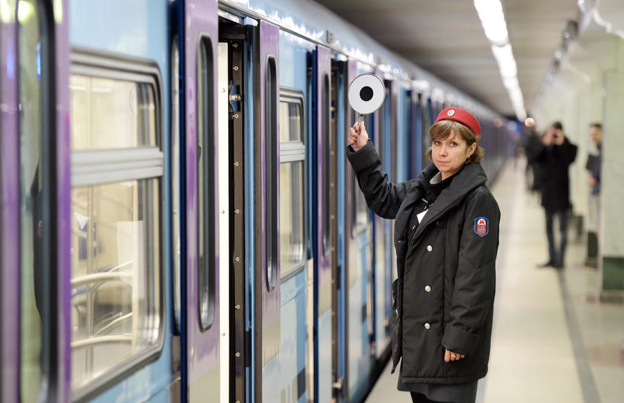 Парламентарии выступают за отдельные вагоны в метро для мам с детьми