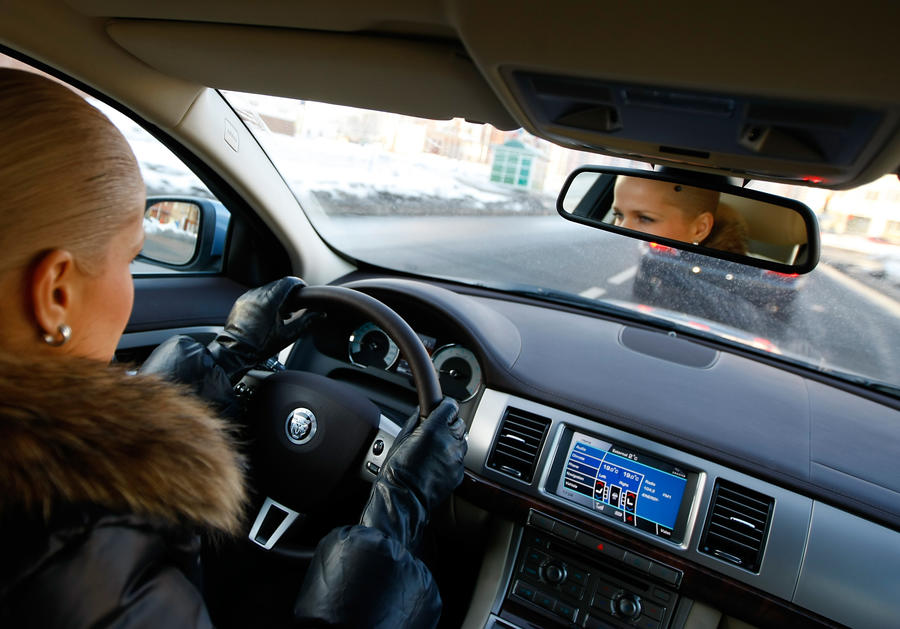 СМИ: В России не будут выдавать водительские права трансвеститам, транссексуалам и эксгибиционистам