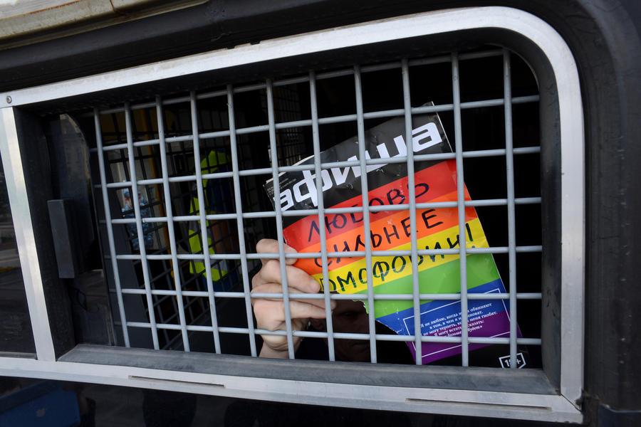 Госдума вводит штраф за толерантное отношение к ЛГБТ