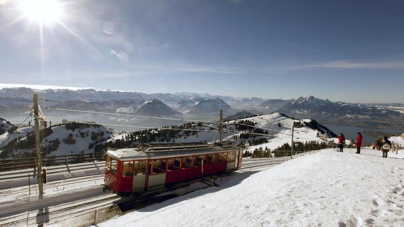 Современная сегрегация: В Швейцарии решили запустить для китайских туристов отдельные вагоны