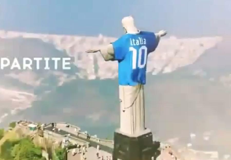 Епархия Рио-де-Жанейро обвинила в богохульстве итальянский телеканал, нарядивший статую Христа в футболку
