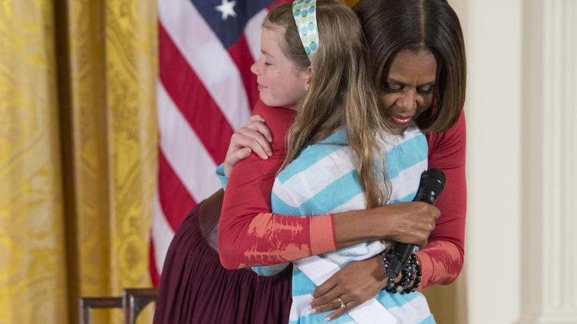 10-летняя американка вручила Мишель Обаме резюме своего безработного отца