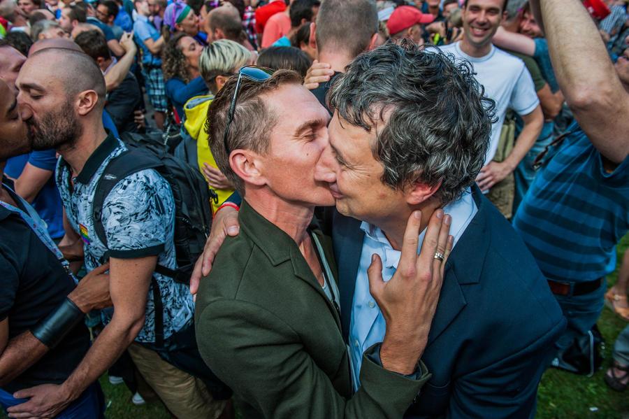 Госдума намерена создать консультацию по превращению гомосексуалистов в гетеросексуалов