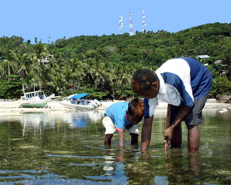 Война в туристическом раю: владельцы отелей угрожают жителям острова Боракай