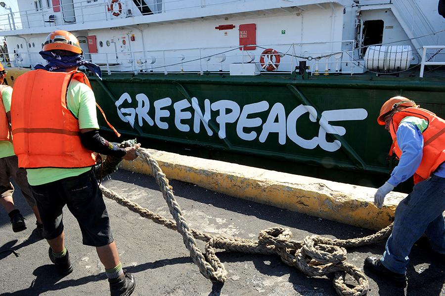 Американский суд запретил легендарному капитану GreenPeace защищать китов