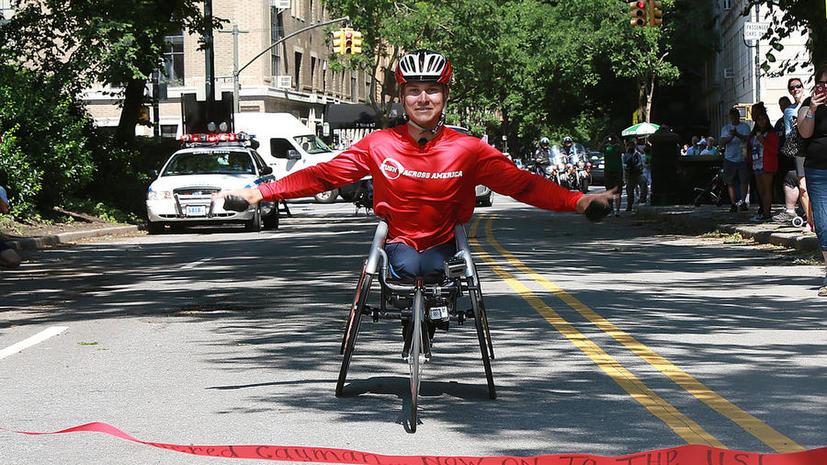 Американский паралимпиец пересек страну на инвалидном кресле
