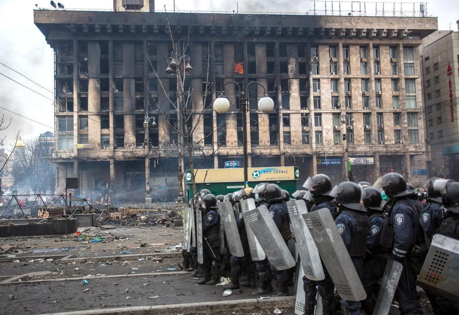 Опрос: четверть россиян считают события на Украине государственным переворотом