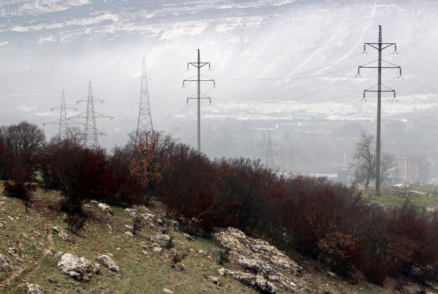Минэнерго РФ: 740 тысяч человек остаются без света в Крыму и Севастополе