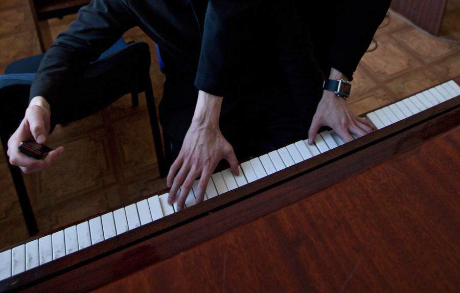Исследование: Пианисты более старательны, но менее уверены в себе, чем гитаристы