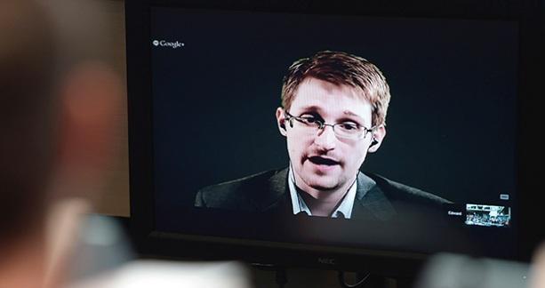 Сноуден: Меня узнают на улицах, и мне становится неловко - ведь я плохо говорю по-русски