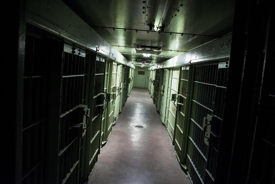 В США двух убийц выпустили на свободу по поддельным документам