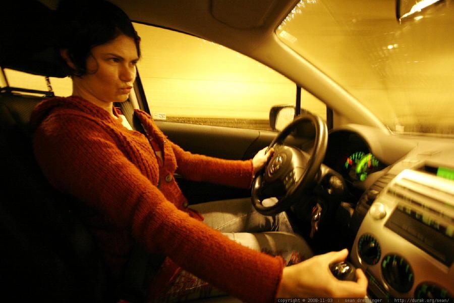 Исследование: Лампочки на приборных панелях вводят автомобилистов в ступор