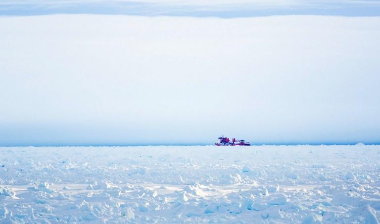 «Академик Шокальский» освободился из ледяного плена