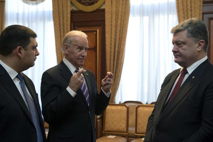 Австрийские СМИ полагают, что США устали «кормить» администрацию Петра Порошенко