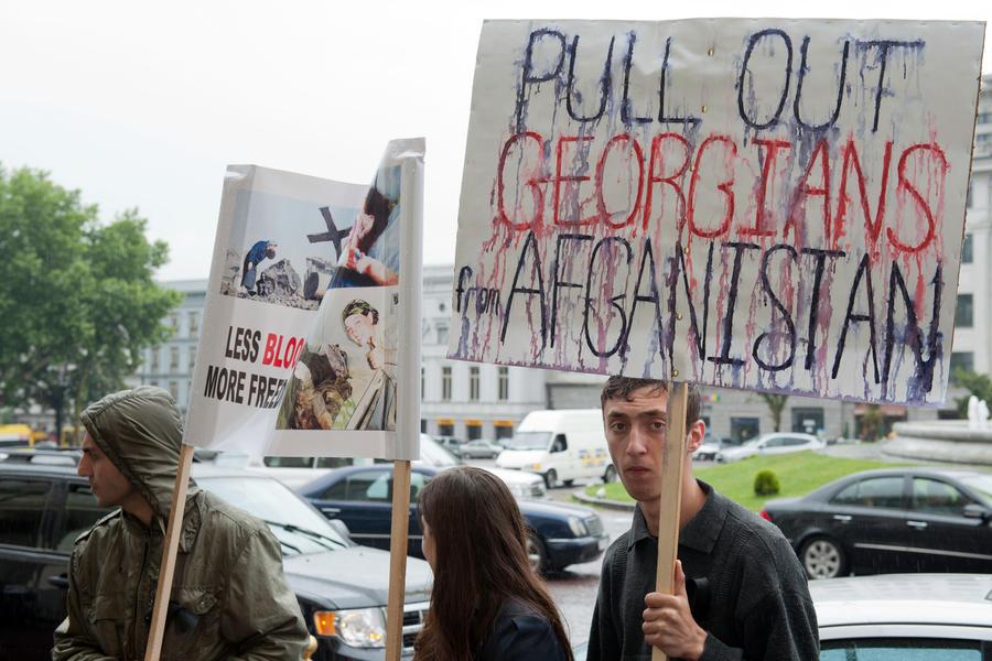 Опрос: Правительство и народ Грузии разошлись в своём отношении к НАТО