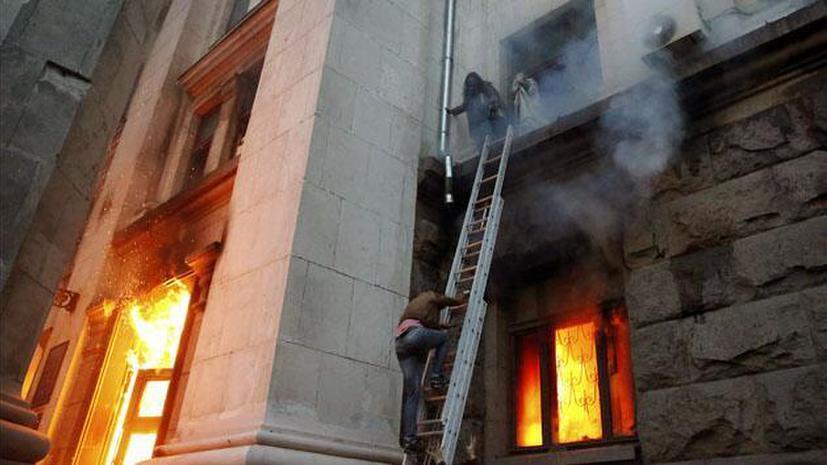 Очевидец событий в Одессе: Разъярённые радикалы заблокировали на крыше Дома профсоюзов десятки людей