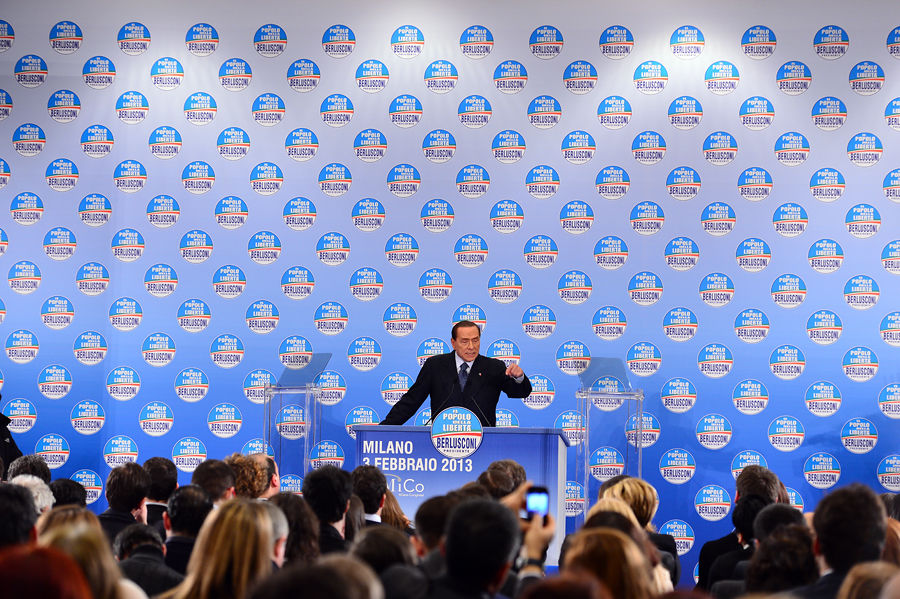 Оппоненты обвинили Берлускони в популизме и «опасной предвыборной агитации»