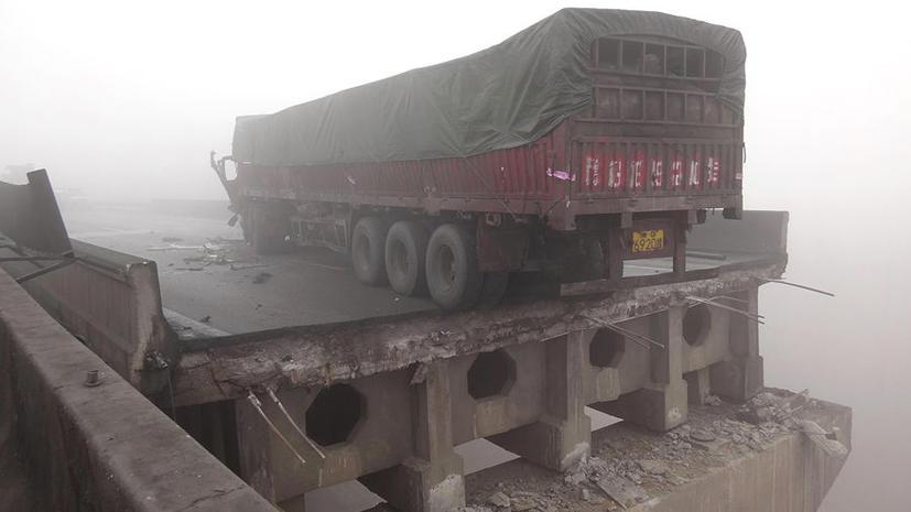 26 человек погибли из-за взрыва грузовика с фейерверками в Китае