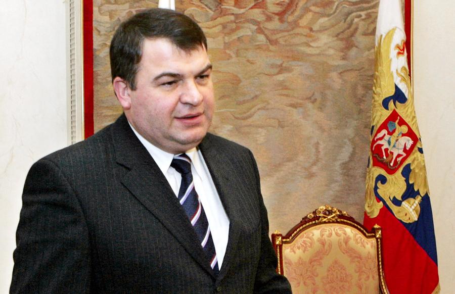 Сердюкова вызвали на допрос в Следственный комитет