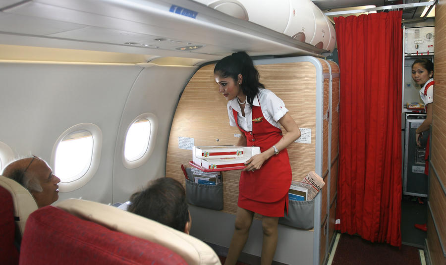 Худенькие стюардессы помогут индийской авиакомпании сэкономить $500 тыс. в год