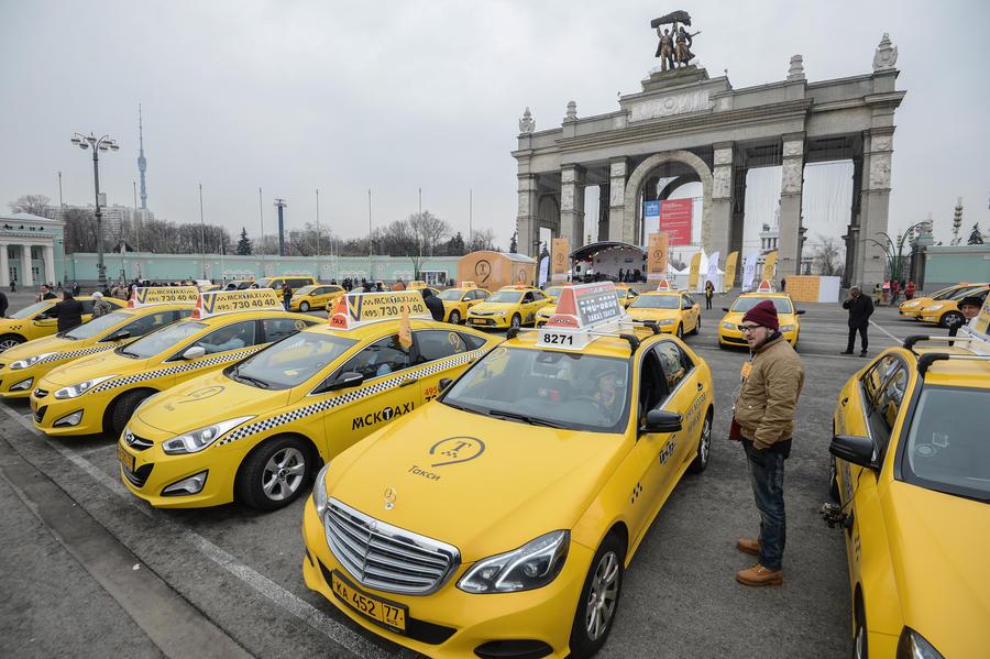 Госдума до конца года отрегулирует работу агрегаторов такси в России