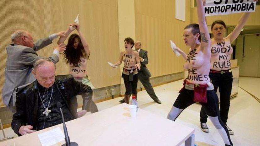 Активистки FEMEN «искупали» бельгийского архиепископа